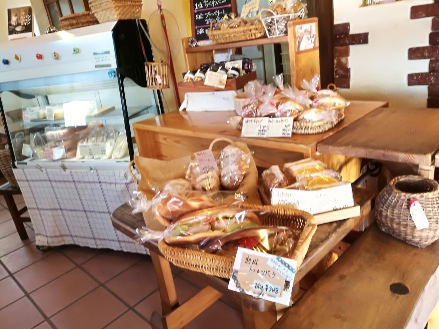元気パン工房ごぱんレジ周辺のパン