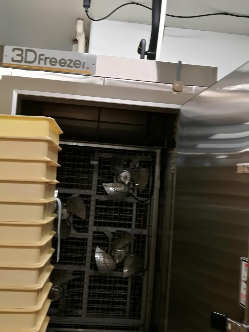 丸高水産3D凍結機の中