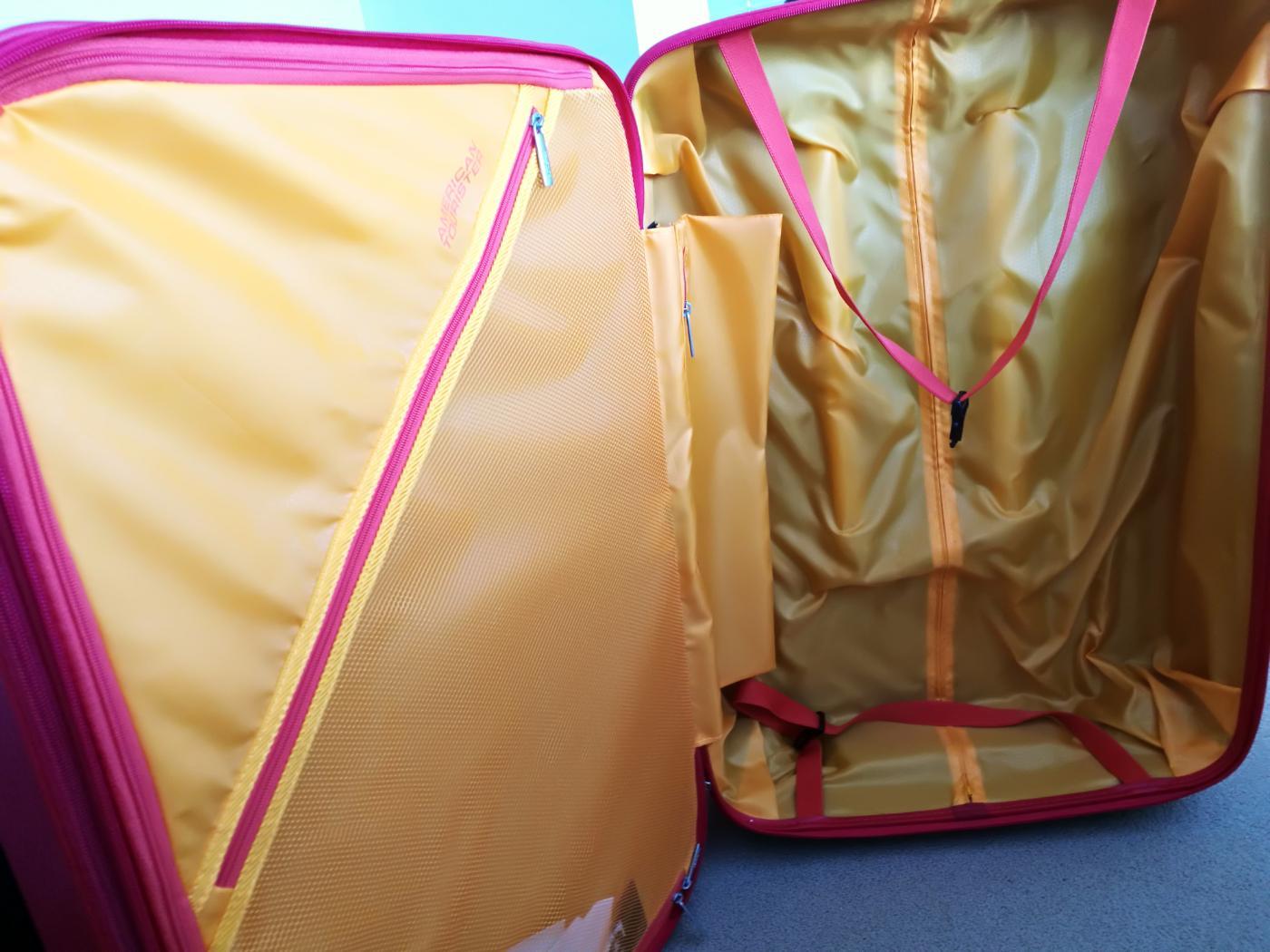 サムソナイト・アメリカン・ツーリスターのスーツケース「エアフォースワン」フレームレッド96.5L76cm中を開けた時の写真