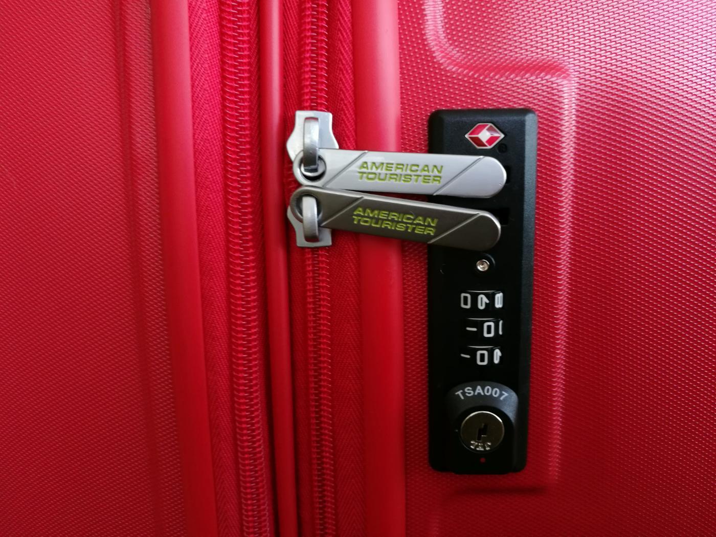 アメリカン・エクスプレスのスーツケース「エアフォースワン」TSAロック