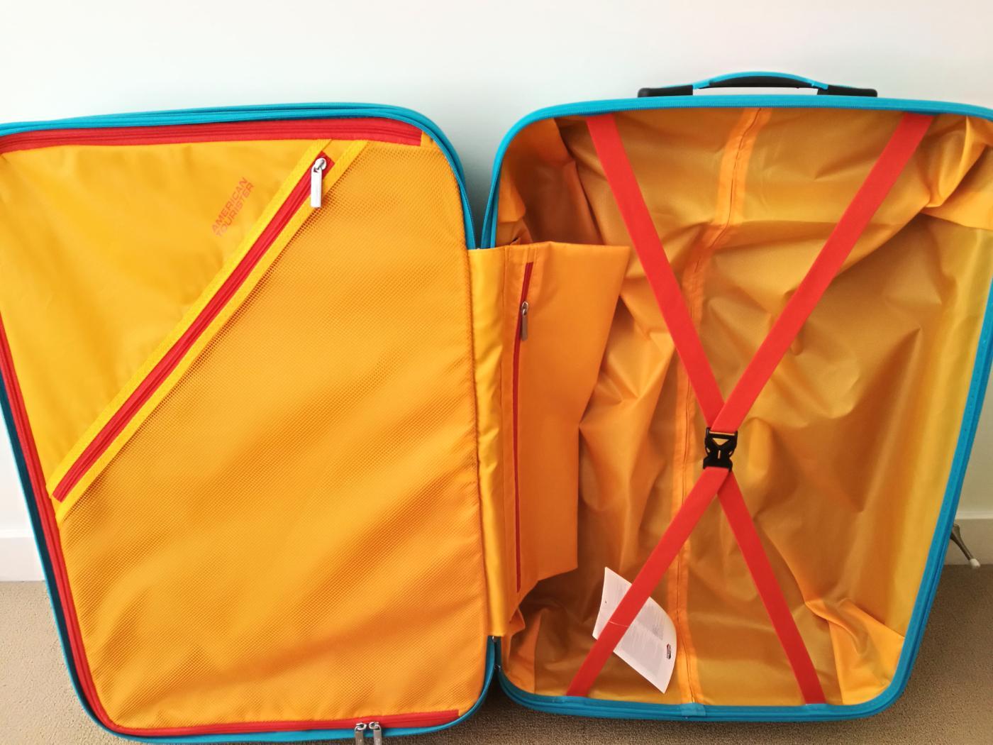 アメリカン・エクスプレスのスーツケース「エアフォースワン」95.1L~111L(76×50×29)中を開けたところ