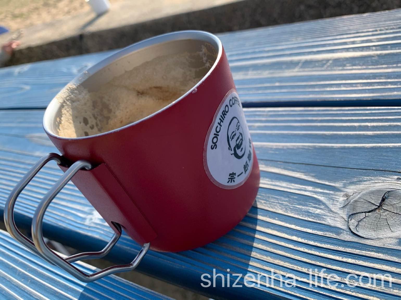 宗一郎珈琲 赤いマグカップカフェラテ